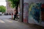 Graffiti und junge Sprachstudentinnen