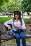 junge Armenierin mit stylischem Outfit