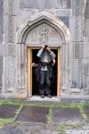 die Kirche im Dorf Garni ist für manche Fotografen einfach zu klein...