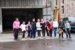 Zum Abschluss posen dei Kinder nach dem Ballettunterricht für uns vor der örtlichen Waschanlage...
