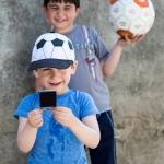 Die Kinder freuen sich sehr über die Instaxfotos