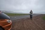 Auf dem Pass 2410 m... muss auch in strömendem Regen dokumentiert werden