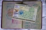 Das Visum wird nicht eingeklebt, damit man keine Schwierigkeiten in anderen Ländern bekommt (z.B. Aserbeidjan oder Türkei)