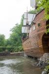 Sogar ein ganze Piratenschiff wurde in den Garten dieses merkwürdigen Ortes gebaut.