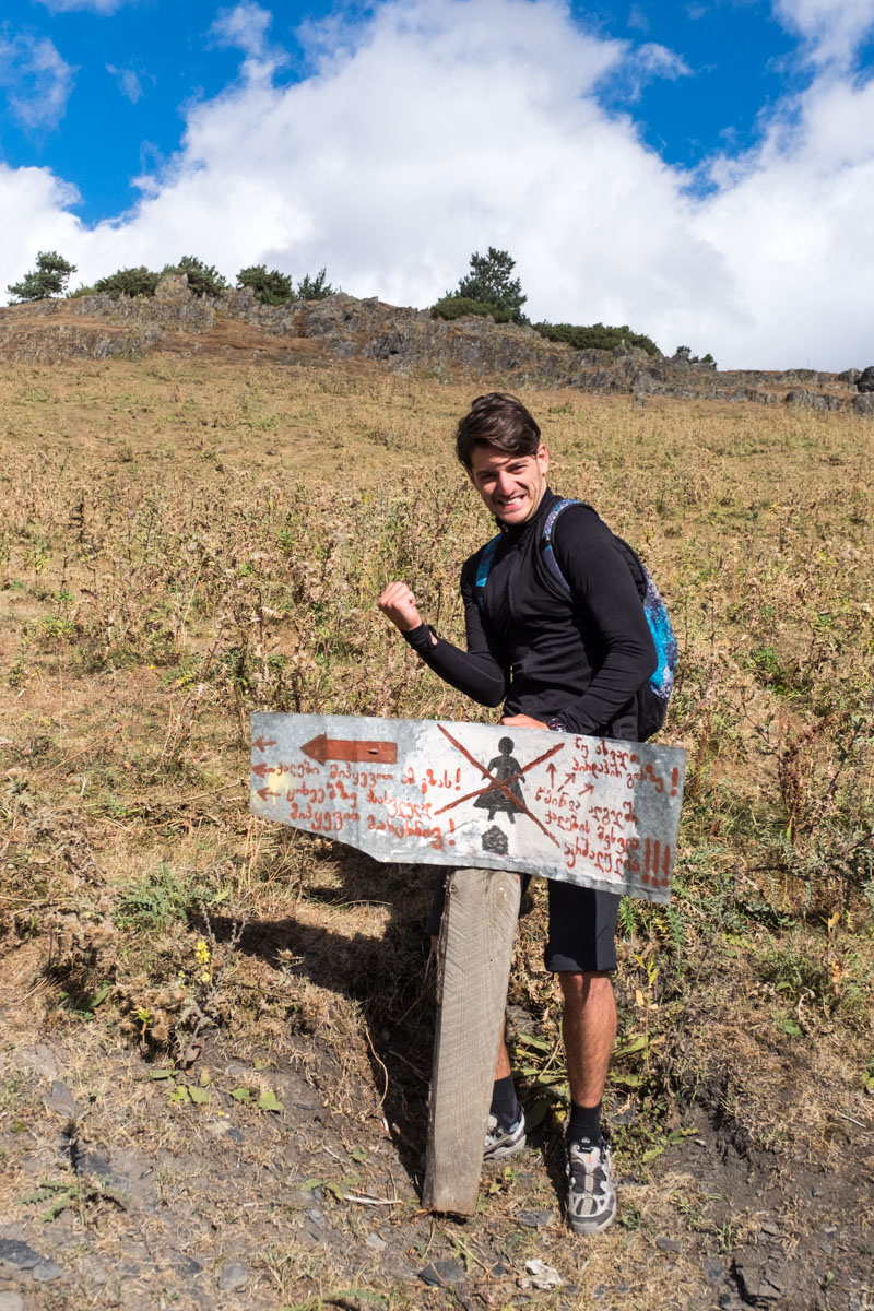 unser Guide Lasha freut sich, dass er den direkten Weg nehmen kann.