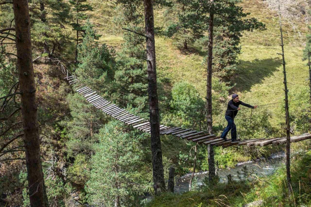 Auf dem Rückweg muss noch eine Hängebrücke erforscht werden.