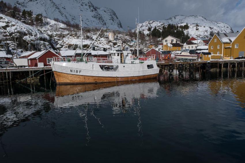 Der Hafen von Nusfjord mit passendem Inhalt