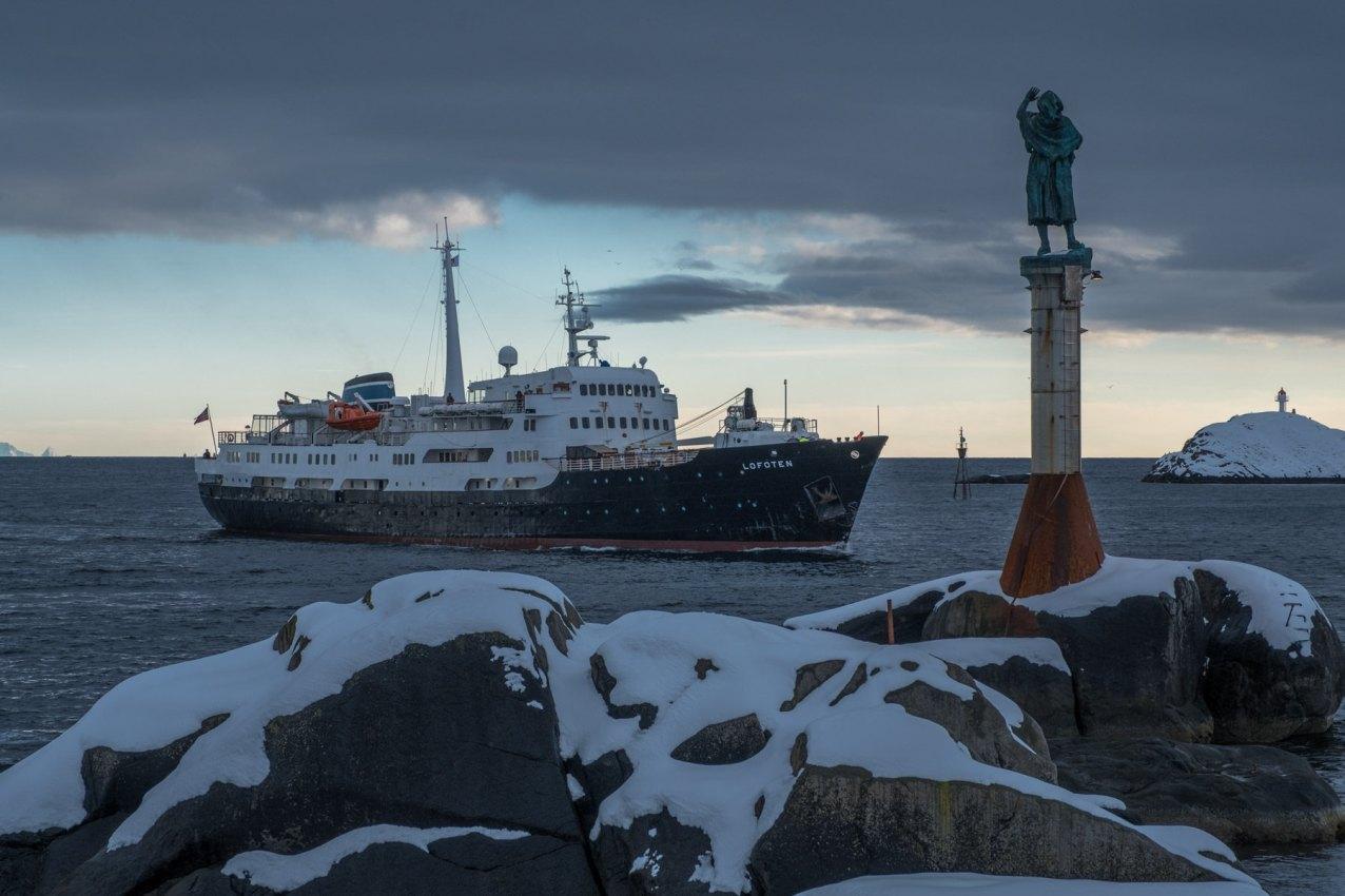 und an der Hafeneinfahrt