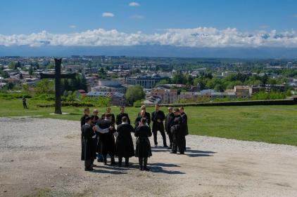 Der Männerchor vor der Kirche