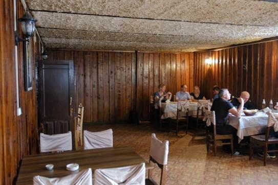 Mittagspause im örtlichen Kellerrestaurant...