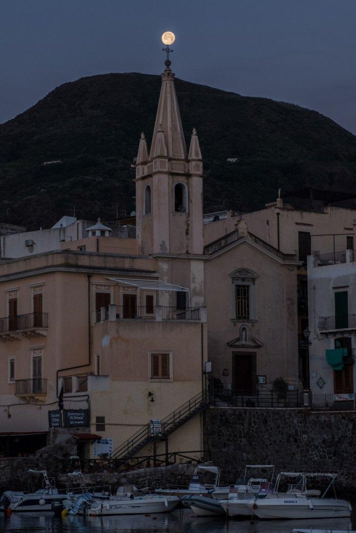 """Chiesa Parrocchia S. Giuseppe """"mit Mondhaube"""""""