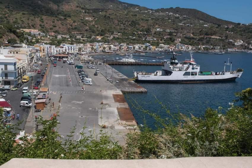 Der große Hafen von Lipari