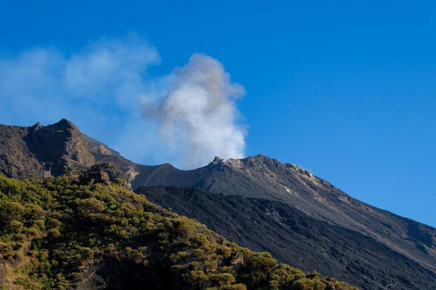 auf 400m sind die Eruptionen schon deutlich zu hören und zu sehen