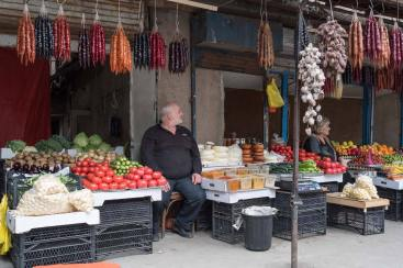 Gemüsehändler an der Straße zur Kathedrale