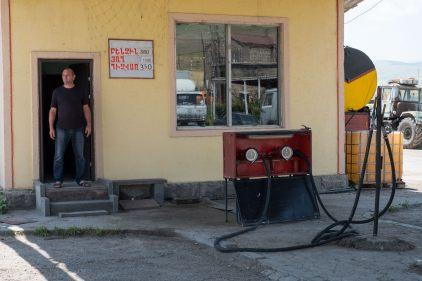 Tankstelle mit resolutem Tankwart