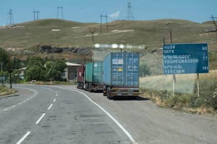 Iranische LKW auf dem Weg nach Norden