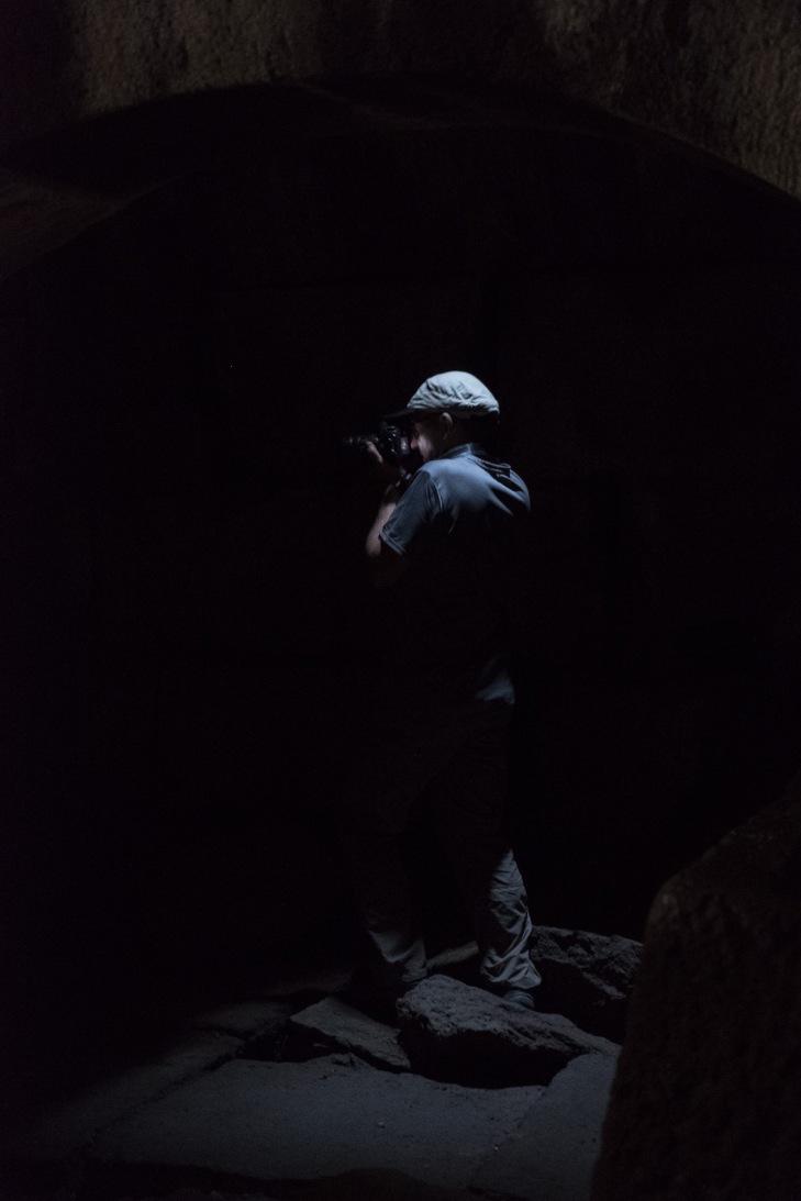 Fotograf verscuht sich an Dunkelheit...