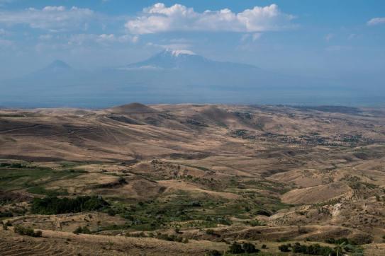 Auf dem Weg nach Garni ergibt sich ein toller Blick auf den kleinen und großen Ararat