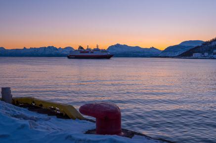 Ankunft der M/S Nordlys Hurtigrute nordgehend