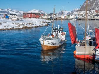 vollbeladene Ankunft in Henningsvær