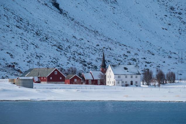 Flakstad Kirke - von Fjordseite