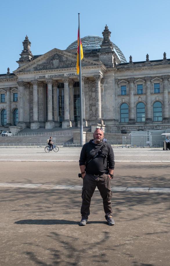Reichstag mit Radfahrer und Lasha