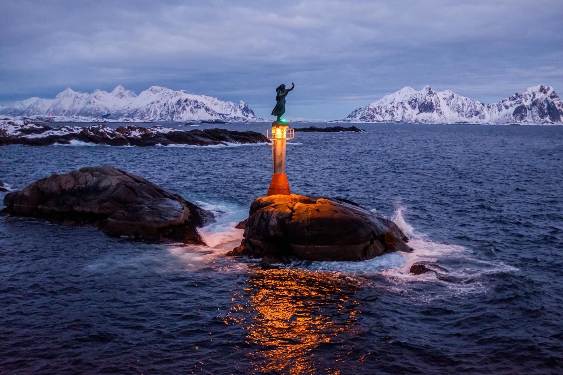 Die Frau des Fischers begrüßt uns in Svolvær
